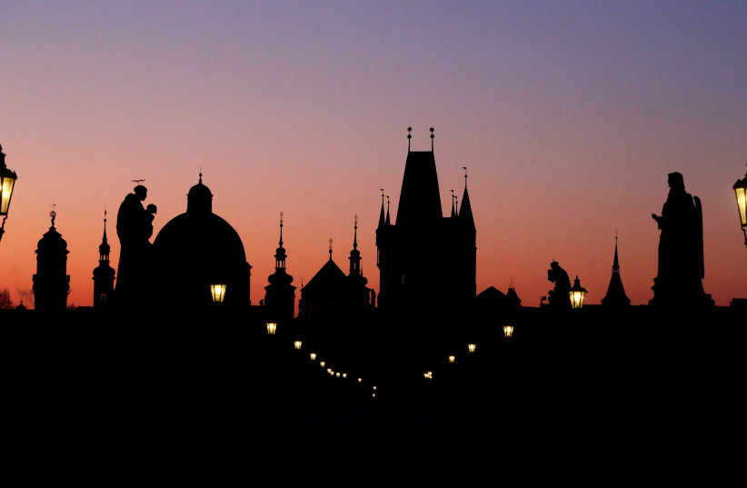 The medieval Charles Bridge in Prague (photo credit: REUTERS/DAVID W CERNY)