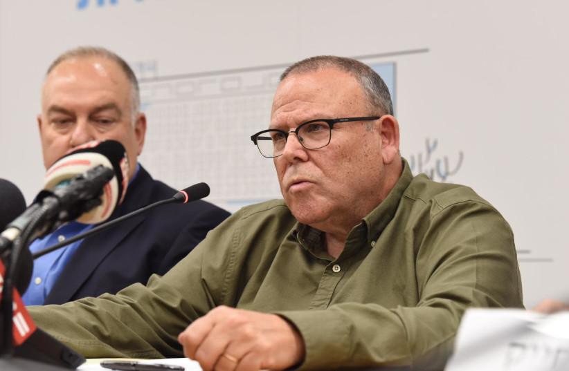 Histadrut labor federation chairman Arnon Bar-David addresses a press conference, March 10, 2020  (photo credit: HISTADRUT SPOKESPERSON)