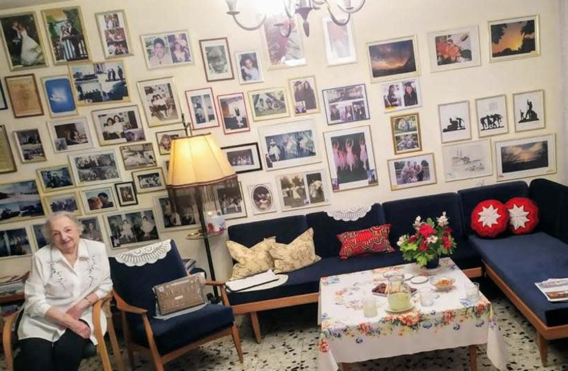 Palmach fighter Tzipi Dagan in her home (photo credit: IDF SPOKESPERSON'S UNIT)
