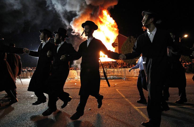 Hundreds of haredi Jews in Brooklyn celebrate Lag Ba'omer, break lockdown