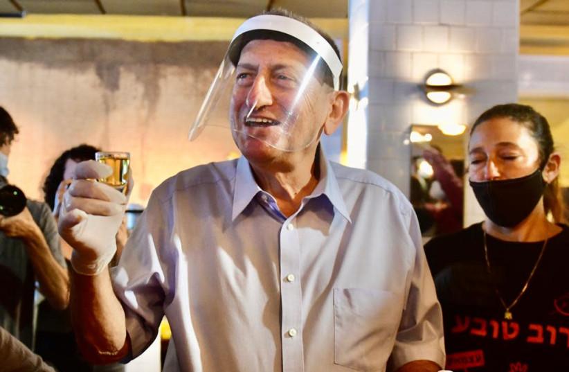 Tel Aviv Mayor Ron Huldai drinking at a bar in Tel Aviv (photo credit: AVSHALOM SASSONI/MAARIV)