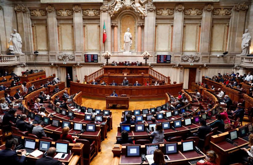 ראש ממשלת פורטוגל אנטוניו קוסטה נואם במהלך דיון דו-שבועי בפרלמנט, בין התפרצות מחלת הנגיף (COVID-19), בליסבון, פורטוגל, 7 במאי 2020 (קרדיט צילום: REUTERS / RAFAEL MARCHANTE)