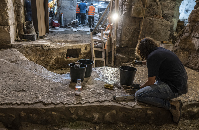 Archaeologists discover 2000-year-old unique complex by the Western Wall (photo credit: SHAI HALEVI / ISRAEL ANTIQUITIES AUTHORITY)