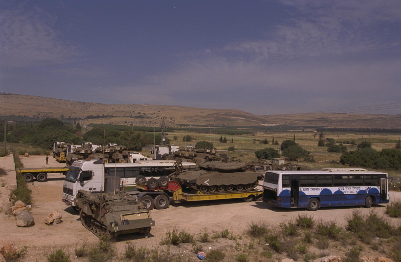 A general view of IDF forces before the withdrawal from South Lebanon on May 1, 2000 (photo credit: MOSHE MILNER / GPO)