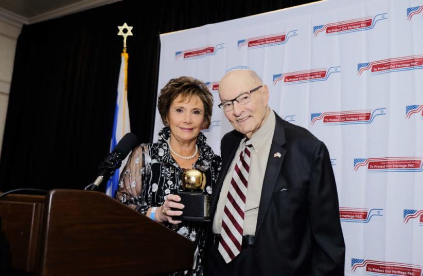 TPOH Co-Chair Peggy Shapiro presents Rabbi Weissberg an award at its 2019 Gala (photo credit: Courtesy)