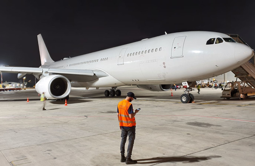 The first-ever direct flight from Abu Dhabi to Israel lands on May 19, 2020 (photo credit: ISRAEL AIRPORTS AUTHORITY)