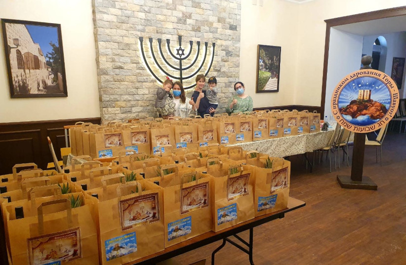 Shabbat packages preparation and distribution at the Jewish community of Irkutsk in Siberia, Russia, May 2020.  (photo credit: THE JEWISH COMMUNITY OF IRKUTSK)