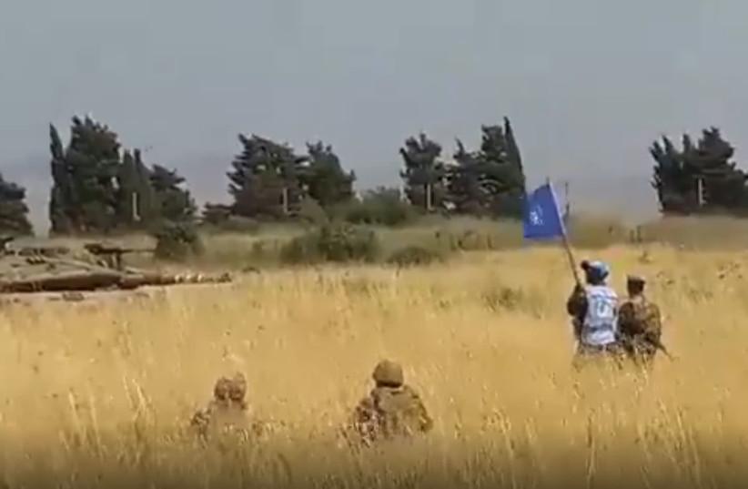 Char israélien Merkava à proximité des soldats libanais et des forces de la FINUL, 2 juin 2020 (crédit photo: SCREENSHOT / AL MANAR)