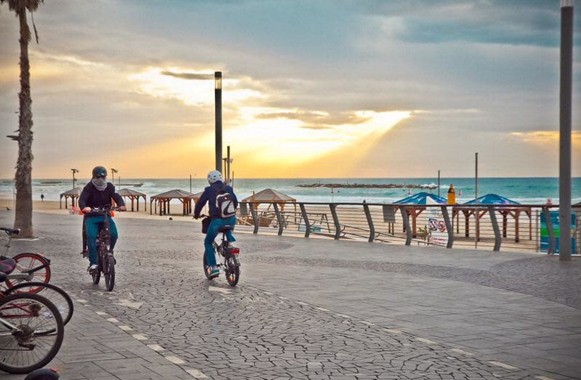 Bicyclists are seen on one of Tel Aviv's bike paths. (photo credit: COURTESY OF TEL AVIV-YAFO MUNICIPALITY)