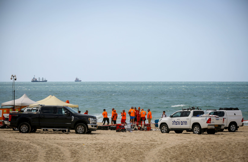 Rescue forces searching for 14-year-old Yehuda Bilog who went missing at the sea in Ashdod, June 4, 2020.  (photo credit: FLASH90)