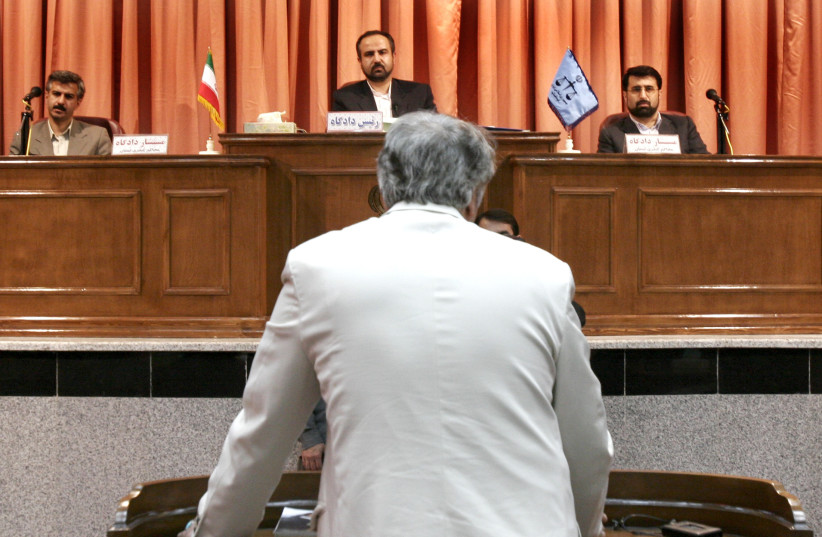 Iranian journalist Ali Moallem, the publisher of Donya-ye Tasvir Monthly, faces the judge at a press court in Tehran October 16, 2005. Iran's hardline judiciary put the publishers of three magazines on trial on Sunday as it tried to clear a backlog of cases related to a heavy media crackdown over th (photo credit: REUTERS)