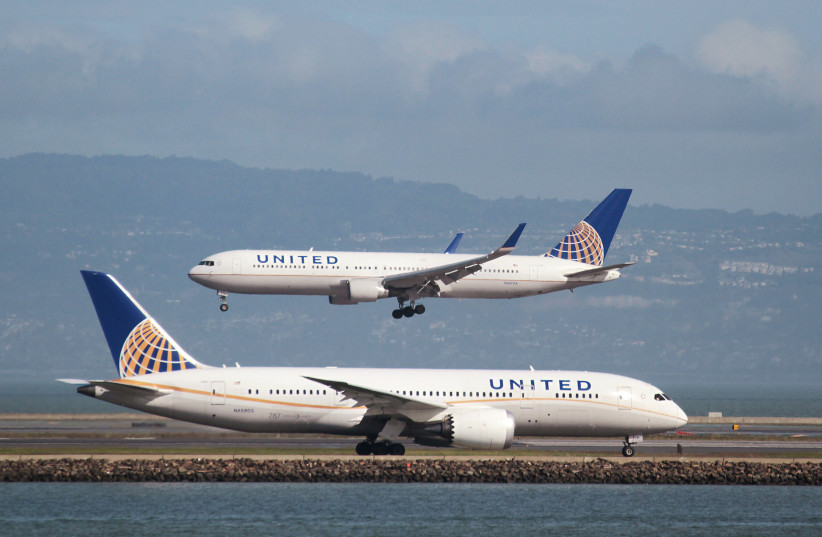 A United Airlines Boeing 787 taxis as a United Airlines Boeing 767 lands at San Francisco International Airport, San Francisco (photo credit: REUTERS/LOUIS NASTRO)