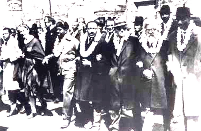 MARTIN LUTHER KING Jr. (center) marches in Selma, Alabama, alongside Rabbi Abraham Joshua Heschel (second from right) (photo credit: Wikimedia Commons)