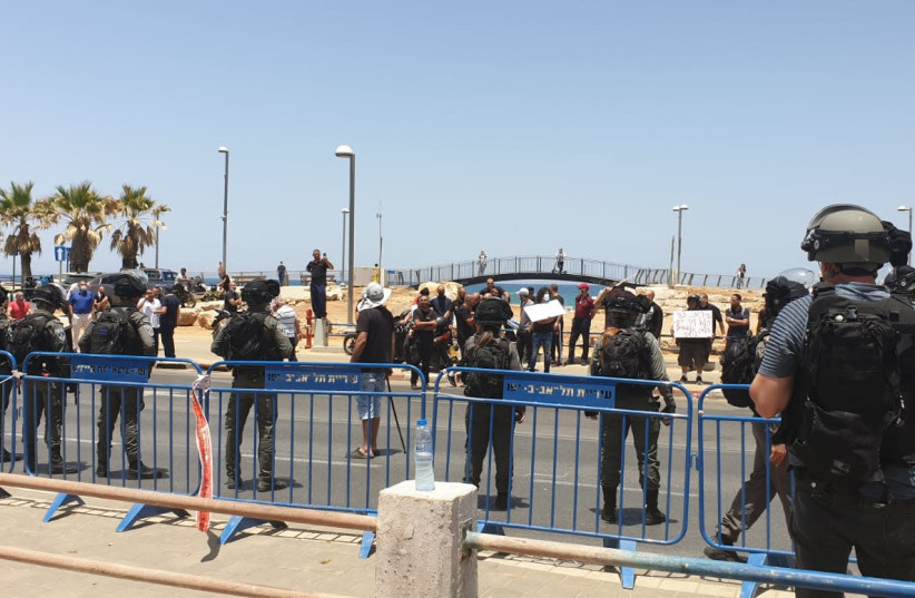 Israel Police close off a Muslim cemetery in Jaffa to protesters, June 17, 2020 (photo credit: ISRAEL POLICE)