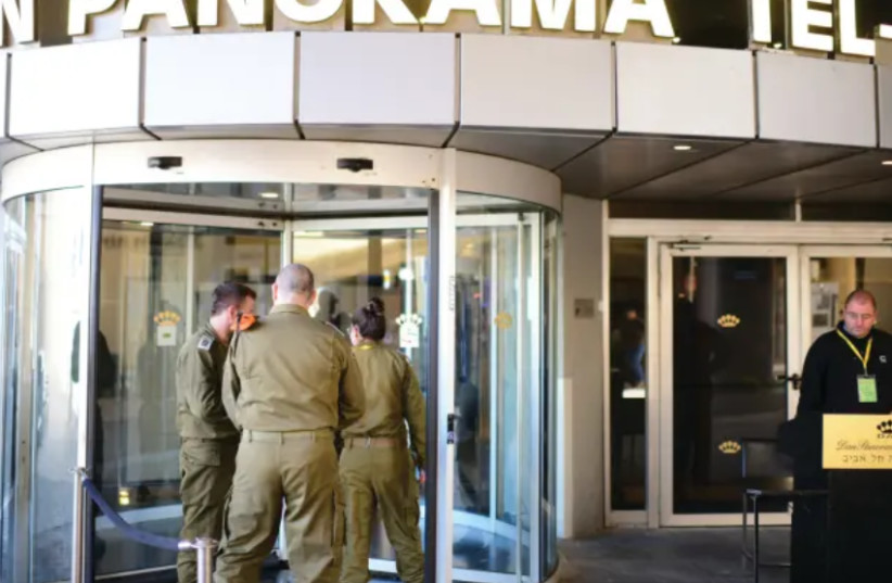 IDF soldiers at the entrance of a coronavirus hotel (photo credit: TOMER NEUBERG/FLASH90)