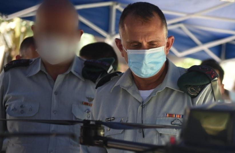 Chef du renseignement militaire, le major-général. Tamir Heyman sur le terrain lors de l'ouverture de l'unité mercredi (crédit photo: UNITÉ DE PORTE-PAROLE DE L'IDF)