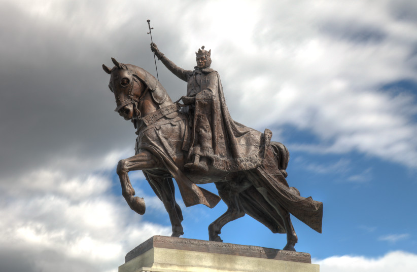Statue of King Louis IX in St. Louis, Missouri. (photo credit: Wikimedia Commons)