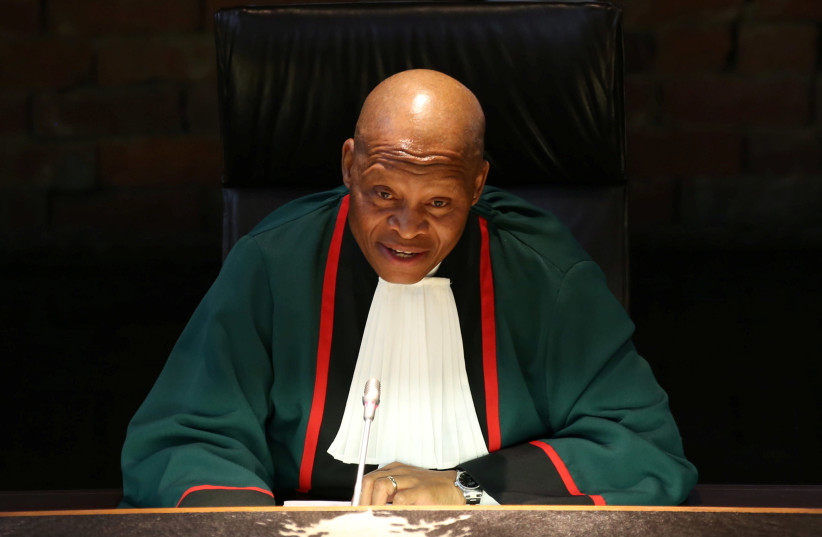 South Africa's Chief Justice Mogoeng Mogoeng gestures as he makes a ruling at the Constitutional Court in Johannesburg, South Africa ,June 22,2017 (photo credit: REUTERS/SIPHIWE SIBEKO)