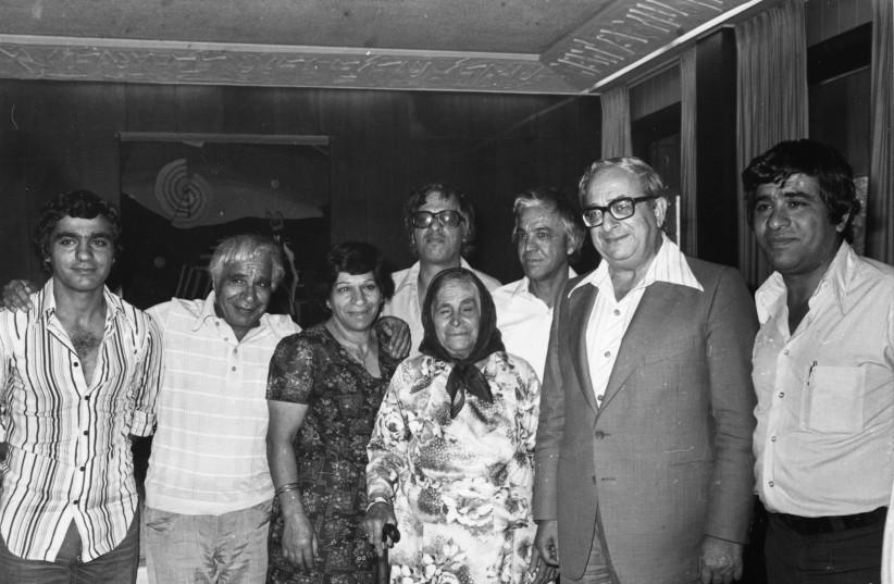 THE BANAI family in the 1980s with the man who spawned an artistic dynasty: then-president Yitzhak Navon. Right to left: Haim, Yitzhak Navon, Bechora, Aliza, Ya'akov, Gavri. Back row: Avraham, Yossi (photo credit: YAD IZHAK BEN-ZVI PHOTOGRAPHIC ARCHIVES)