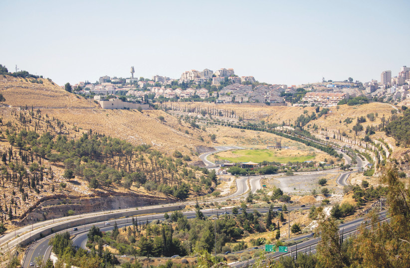 NEIGHBORHOODS DOT the hillsides of Ma'aleh Adumim, near Jerusalem. (photo credit: YONATAN SINDEL/FLASH90)