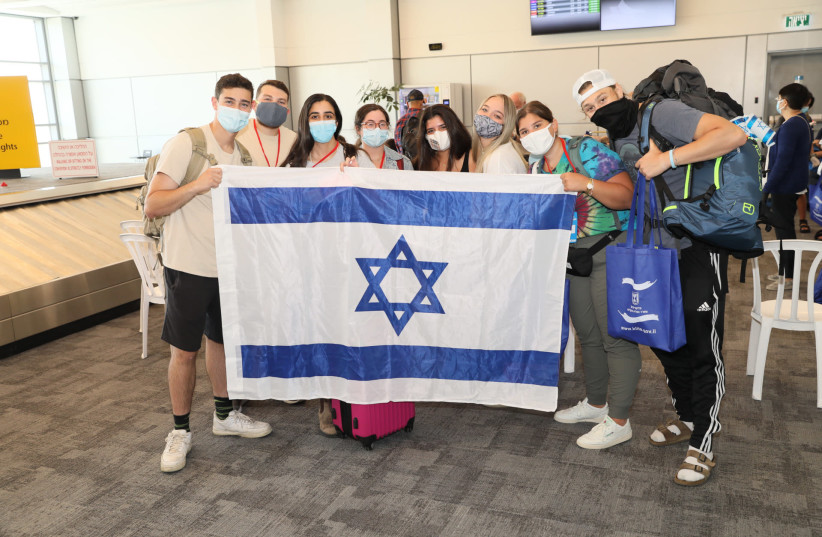 38 Olim land in Israel as part of a Nefesh B'Nefesh Group Aliyah Flight (photo credit: NETANEL COHEN)