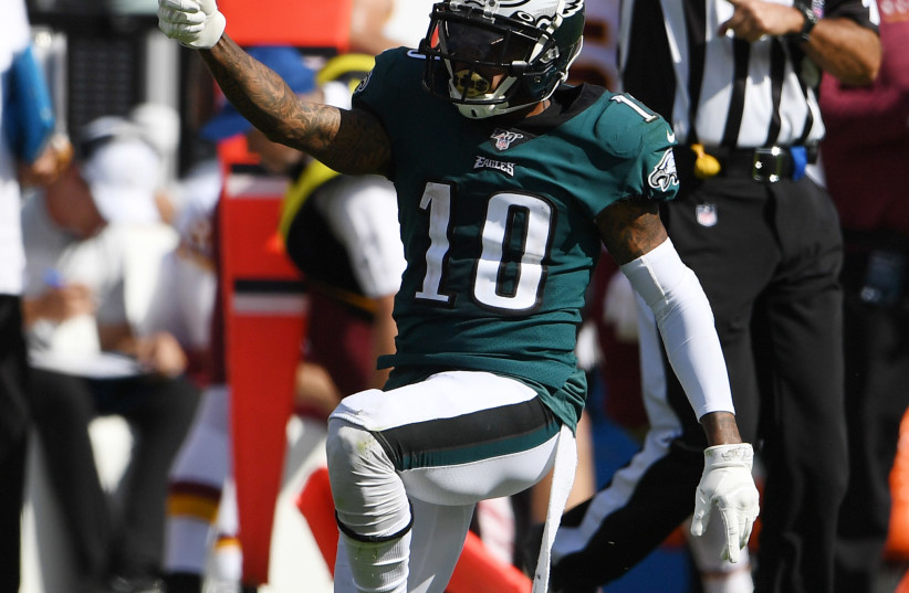 Philadelphia, PA, USA; Philadelphia Eagles wide receiver DeSean Jackson (10) reacts after a first down reception in the third quarter against the Washington Redskins at Lincoln Financial Field (photo credit: JAMES LANG-USA TODAY SPORTS VIA REUTERS)