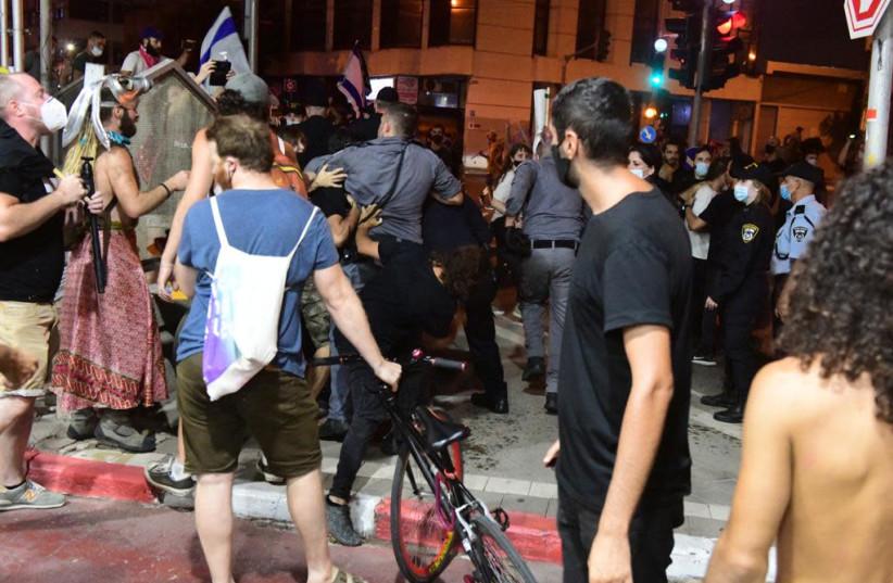 Protests in Tel Aviv turn violent, July 11, 2020 (photo credit: AVSHALOM SASSONI/MAARIV)