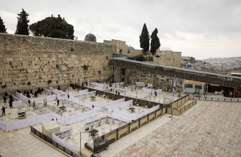 The Western Wall plaza has been divided into prayer sections to comply with restrictions on gathering outside. May 05, 2020 (photo credit: OLIVIER FITOUSSI/FLASH90)