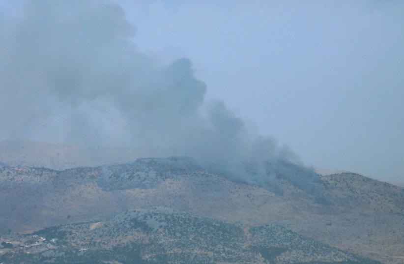 La fumée monte de la zone contestée de Shebaa Farms vue du village de Marjayoun dans le sud du Liban, au Liban, le 27 juillet 2020 (crédit photo: REUTERS / KARAMALLAH DAHER)