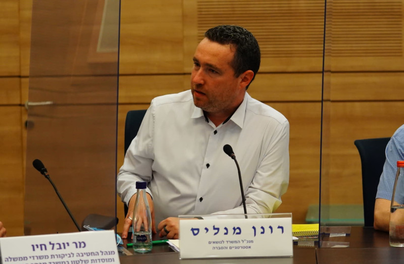 Strategic Affairs Ministry director-general Ronen Manelis addresses the Knesset State Control Committee, July 28, 2020 (photo credit: ADINA VALMAN/KNESSET SPOKESPERSON)