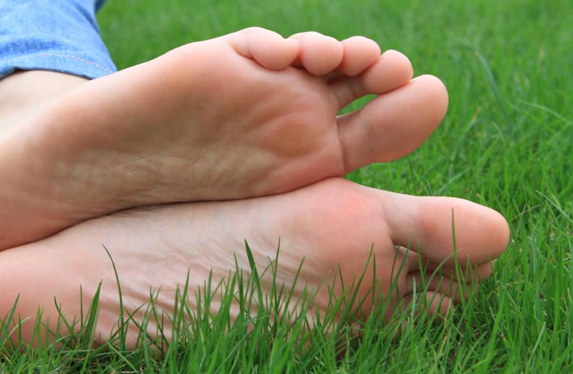 Feet (illustrative) (photo credit: Wikimedia Commons)