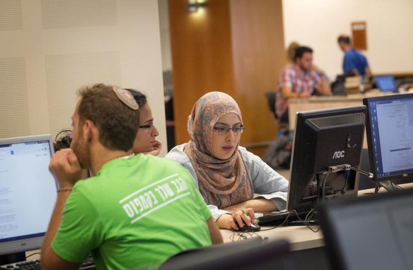 JEWISH AND Arab students mingle on the Mount Scopus campus of Jerusalem's Hebrew University (photo credit: MIRIAM ALSTER/FLASH90)