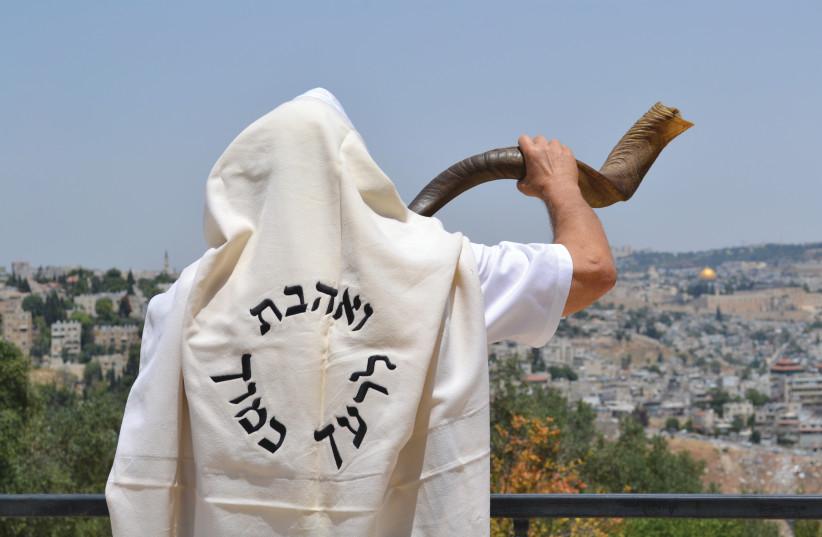 RABBI MOSHE SILVER blows a Yemenite shofar at the Jerusalem Promenade (photo credit: REZA GREEN)