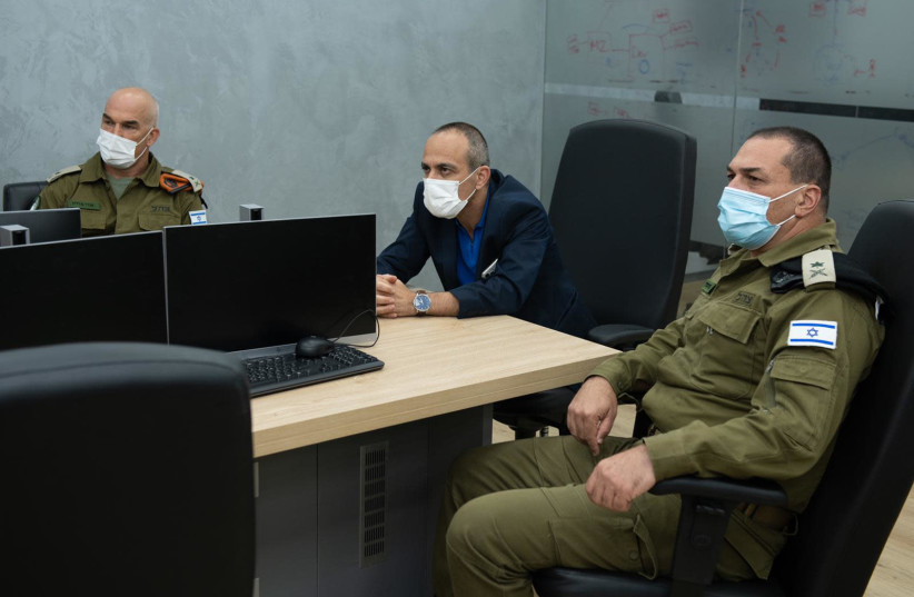 Ronni Gamzu visits the Home Front Command on July 29, 2020 (photo credit: DEFENSE MINISTRY)