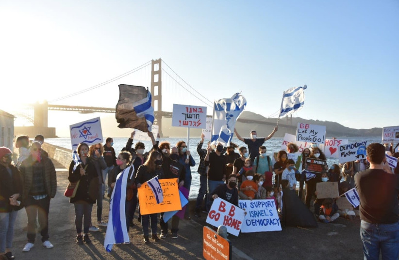 Demonstrators in San Francisco protest against Prime Minister Benjamin Netanyahu near the Golden Gate bridge. (photo credit: UNXEPTABLE SAN FRANCISCO)