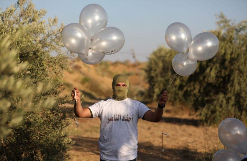 Globos incendiarios y explosivos de Gaza siguen golpeando el sur de Israel