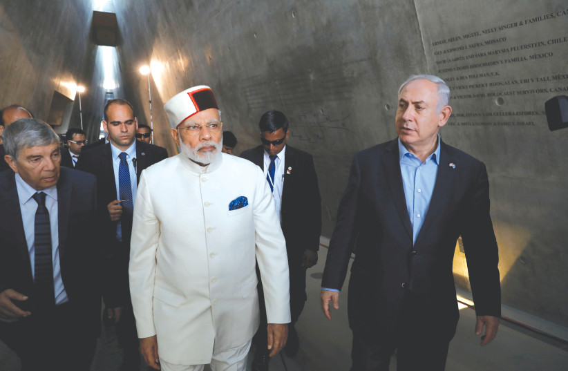 Benjamin Netanyahu accompanies Indian Prime Minister Narendra Modi during a visit to Yad Vashem in Jerusalem in 2017. (photo credit: ABIR SULTAN/POOL/VIA REUTERS)