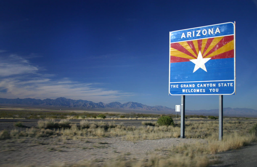 Arizona State Highway welcome sign (photo credit: WIKIMEDIA COMMONS/WING-CHI POON)