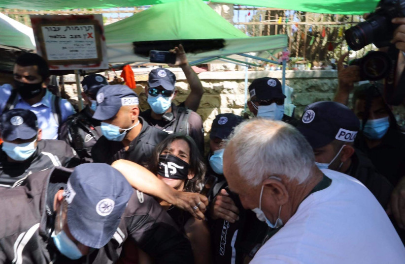 Police evacuates anti-Netanyahu protesters from Balfour, August 20, 2020.  (photo credit: MARC ISRAEL SELLEM)