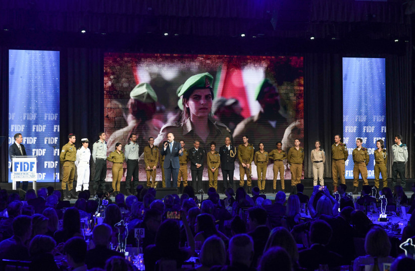 US and Israeli soldiers together onstage at the 2019 FIDF National Gala Dinner in NY (photo credit: SHACHAR AZRAN)