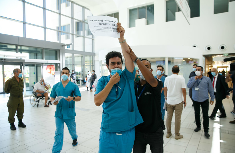Assuta medical staff protest during a visit of Minister of Health Yuli Edelstein at the Assuta hospital in Ashdod on August 20, 2020.  (photo credit: FLASH90)