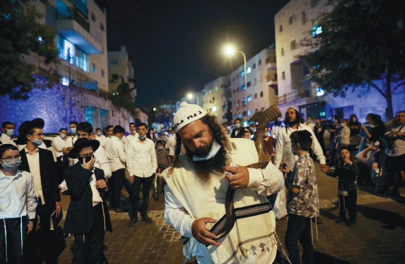 BRESLOV HASSIDIM protest against Prime Minister Benjamin Netanyahu in Jerusalem, demanding a solution that would allow them to fly to Uman. September 2020 (photo credit: OLIVIER FITOUSSI/FLASH90)