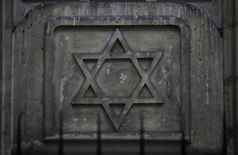 The Star of David is seen on the facade of a synagogue in Paris France, December 10, 2018 (photo credit: REUTERS/GONZALO FUENTES)