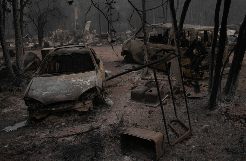 Vehicles lie damaged in the aftermath of the Obenchain Fire in Eagle Point, Oregon, US, September 11, 2020. (photo credit: ADREES LATIF/REUTERS)