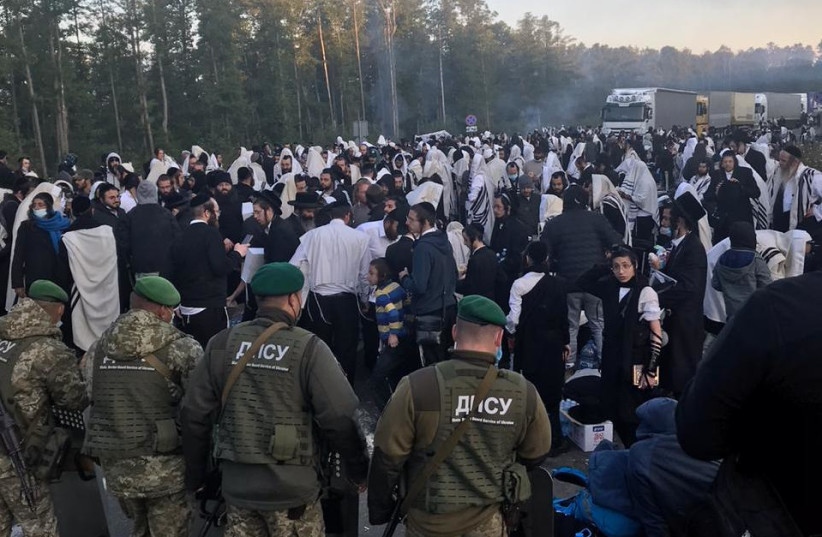 Breslov hassidim on the border between Ukraine and Belarus  (photo credit: Courtesy)