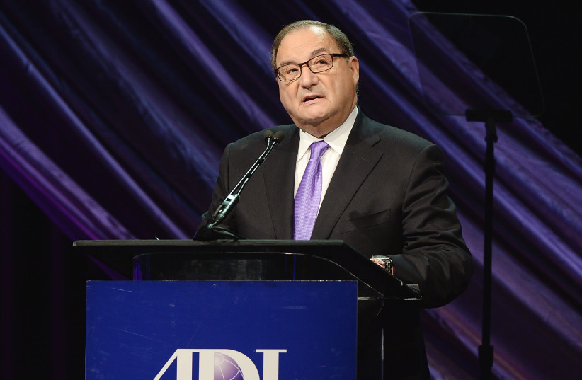 Abraham Foxman at an Anti-Defamation League event at The Beverly Hilton Hotel in Beverly Hills, Calif., May 8, 2014.  (photo credit: MICHAEL KOVAC / AFP / GETTY IMAGES NORTH AMERICA)
