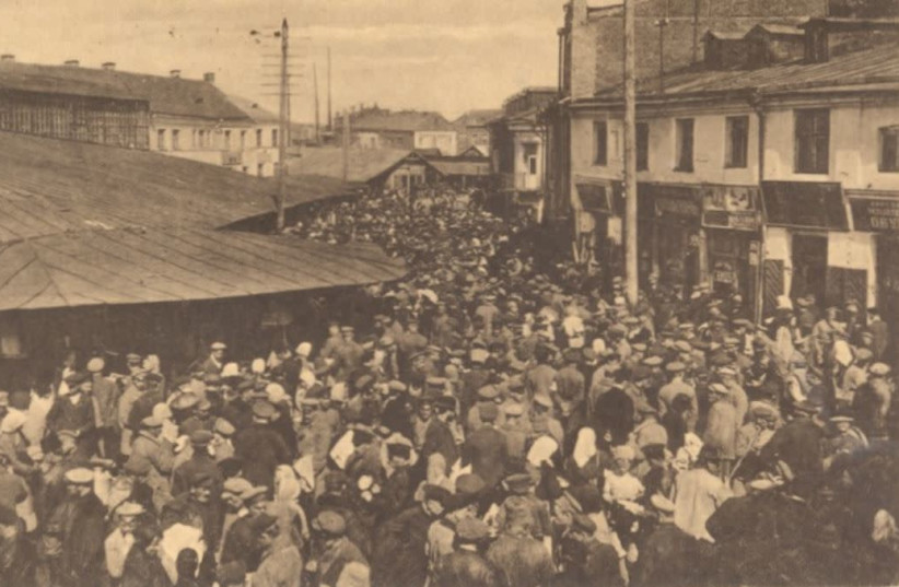 The Jewish market in Minsk, home to one of the largest Jewish populations in the Pale of Settlement. From the Folklore Research Center, Hebrew University of Jerusalem. (photo credit: NATIONAL LIBRARY OF ISRAEL)