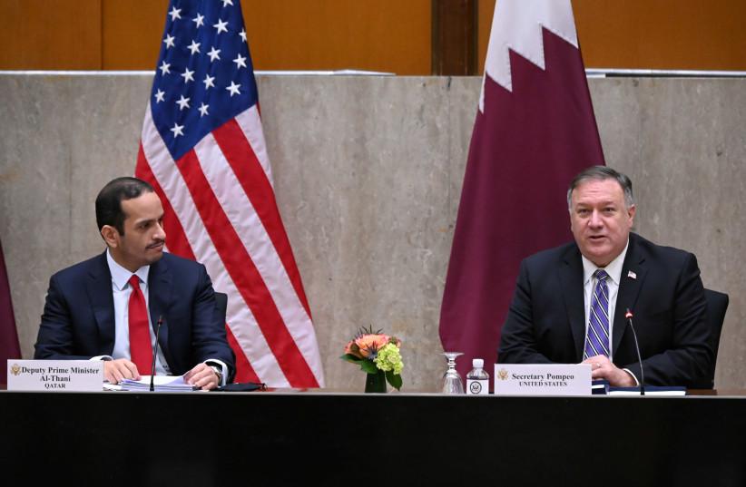 PHOTO DE DOSSIER: Le secrétaire d'État américain Mike Pompeo accueille le vice-Premier ministre du Qatar Mohammed bin Abdulrahman Al Thani pour lancer le troisième dialogue stratégique annuel entre les États-Unis et le Qatar au département d'État à Washington, États-Unis, le 14 septembre 2020 (crédit photo: REUTERS / ERIN SCOTT / PISCINE / FICHIER PHOTO)