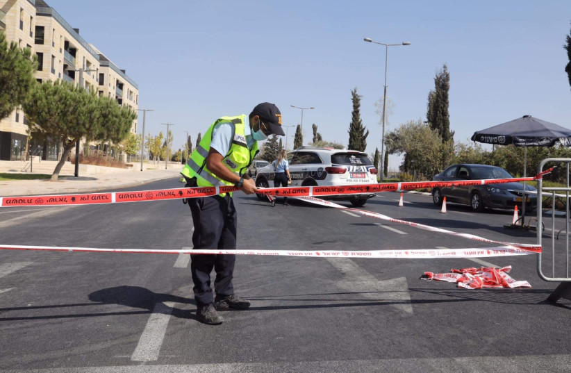 Police are seen setting up a checkpoint for drivers, during Israel's second lockdown, September 2020. (photo credit: MARC ISRAEL SELLEM)