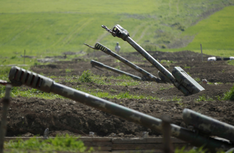 L'artillerie arménienne est vue près de la frontière du Haut-Karabakh, le 8 avril 2016 (crédit photo: REUTERS)